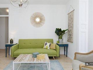 Superb 4 bedroom Apartment in Madrid (F0745)