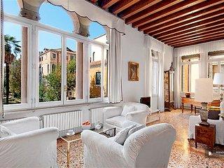 Stunning 3 bedroom Apartment in Venezia