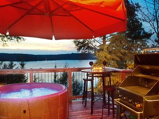 The Eagle's Nest-Couples Only Romantic Lake View Cottage  w/ hot tub
