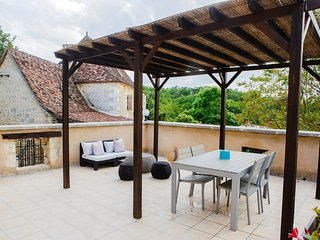 Holiday cottage in Lembras- private terrace, shared pool