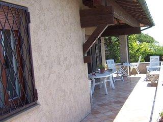 Villa indipendente con giardino recintato 3 camere 3 bagni. Panorama e silenzio.