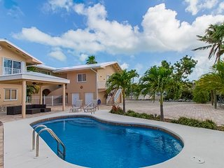 P01 ~ Sun Lovers Paradise! 3 bed/3.5 bath pool home near Sombrero Beach