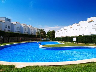 UHC CUMBRES SALOU: Enjoy this complex of townhouses with its fantastic big pool!