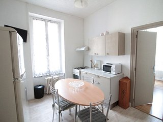 appartement au second et dernier étage d'une villa de 6 appart en centre ville.