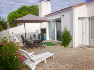 Beach house Atlantique, Île de Ré, perfectly located between beach and village