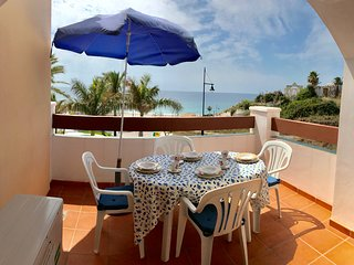 Bright Two Bed,Two Bath South Facing Apt on Playa Peñoncillo