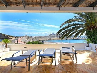 Great Family Owned Villa So Close To The Sea