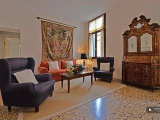 Splendid 4 bedroom Apartment in Venice  (FC6887)