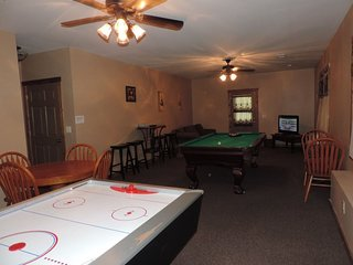 The Buck Stops Here -Pet friendly Cabin Rental in Ellijay Ga with Huge Game Room