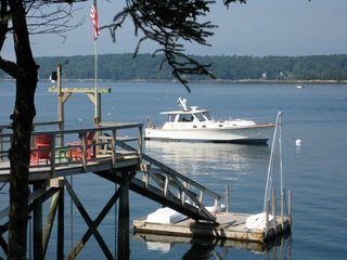 CAPTAIN`S QUARTERS ON LINEKIN BAY IN EAST BOOTHBAY | PET-FRIENDLY DOCK & FLOAT W