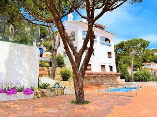 VILLA MARINA-Gran casa con vistas mar,WIFI,2km Lloret,pista baloncesto,barbacoa