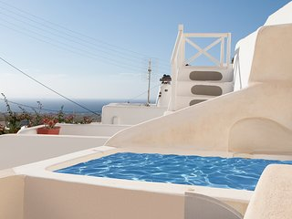 Santorini Finikia Oia Traditional Cave House with jacuzzi