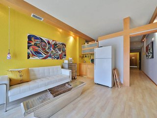 Modern, art-filled condo w/ balcony - near golf, beaches, shops & restaurants!