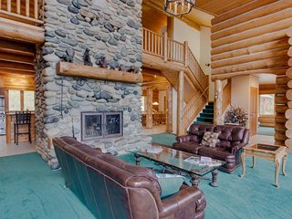 NEW LISTING! Grand cabin in private forest w/hot tub & lake views- slopes nearby