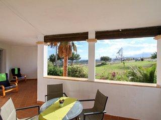 Apartamento con AC y piscinas! Ref. 239929
