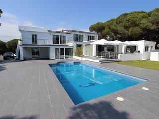 Villa Siempre Domingo op 200 m van de zee met 2400m2 tuin