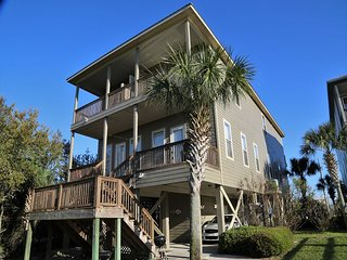 4BR/3.5BA ~ Waterfront Home ~ 2 Pools/Hot Tub FREE Wifi ~ by Gulfsands Rentals