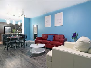 East West Comfort: Hollywood Walk of Fame Apartment