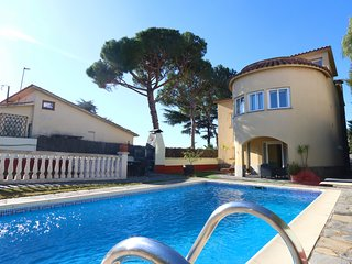 Beautiful villa with private pool SVM003