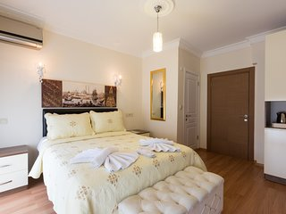 Located in TaksimHotel is within a walking distance from lively Istiklal Street