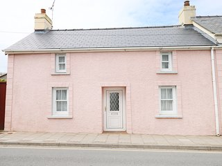Y BWTHYN, pet friendly, with a garden in St Davids, Ref 4169