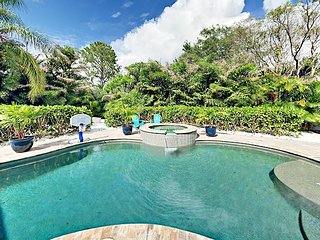 Huge Outdoor Entertaining Area w/ Pool, TV & Ping-Pong - 4BR Near Beach