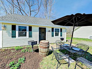 Enjoy On-Site Craft Brewery - Cozy 2BR Brewer's Cottage w/ Patio & Grill