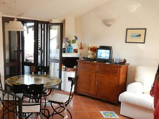 3 bedroom Apartment with Air Con, WiFi and Walk to Beach & Shops - 5625834