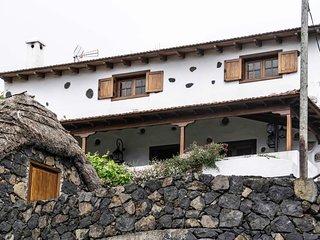 Casa el Nogal BBQ , relax , yoga , huerto/ jardin , wifi , vistas al mar.
