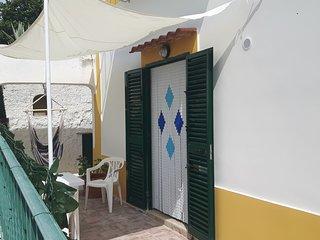 Casa Vacanza / 10 Min dal Porto / WiFi / AC / Cortile attrezzato