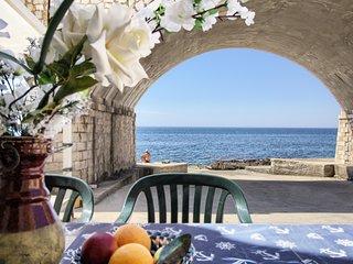 Lo Scalo front sea house