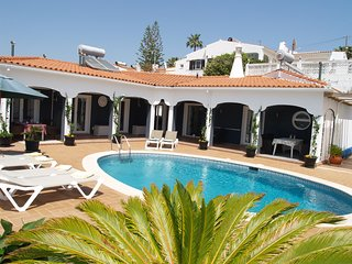 Private 3 bed villa with stunning sea views.  Quiet location near to amenities