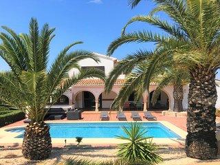Stunning Villa near the Arenal Beach