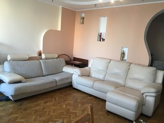 Center of Moscow, large sunny apartment 3 rooms, sleeps 6, FIFA