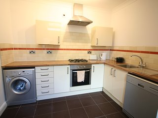 Newport Rd, Newly Decorated Two bedrooms flat close to City Center