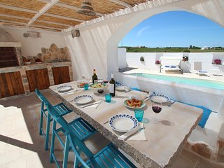 Trullo Il Grano, private pool, romantic,charming, air-con, wifi
