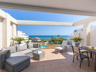 BEACHFRONT PENTHOUSE WITH SEA VIEWS. WIFI. REF: TIERRA DE MAR 01