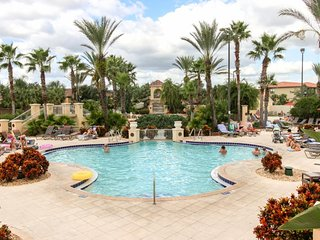 Luxury Regal Palms condo w/ shared pool & hot tub - close to Disney & Universal