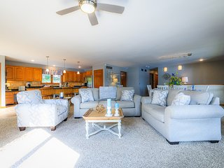 Away From It All - Lake of the Ozarks Home Accommodates 19