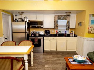 Clearwater Beach Hideaway Cottage, 3 bedrooms, Pets OK, Steps to the sand.