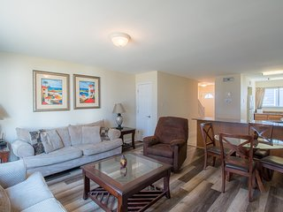 Cozy 1 BR near Beach w/ WiFi, Fitness Center & Complex Pool Access