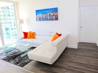 Ocean & Bay View Luxury 2/2 Apt..Walk to the Beach!