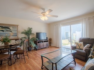 Newly Remodeled 2 BR Condo w/ WiFi & Complex Pool Access