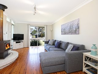 Hayes Beach House, Jervis Bay - Pet Fiendly Award Winner - 4 Mins Walk to Beach