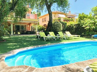 Luxury villa just 10 minutes walk from the beach with heated pool