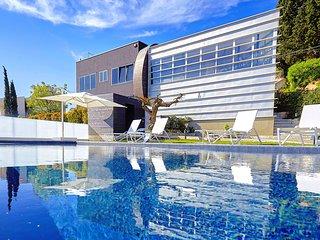AL057A Villa 'Day & Night' 8 posti con piscina