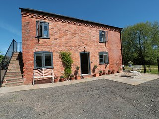 GRANARY 2, open-plan living, dog-friendly, all first floor, Ref 974076