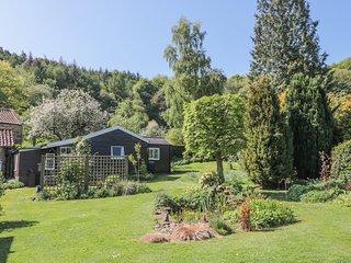 DAMSON CROFT, single storey cottage, two bedrooms, lawned garden, in Lastingham,