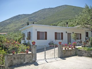 Nick and Angie - 3 bedroom holiday house