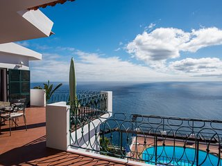 Cliff Top Villa With Magnificent Views Of The Atlantic Ocean | Villa Aquarela